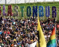 Un muerto en Glastonbury, y otro en estado crítico