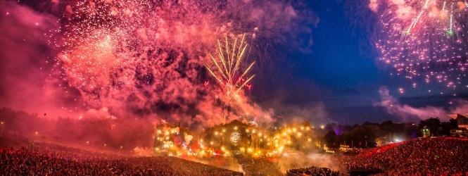 Tomorrowland y Disney se cachetean con el guante blanco de Mickey Mouse